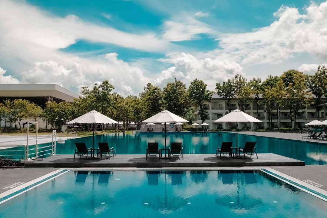 Bể bơi Resort